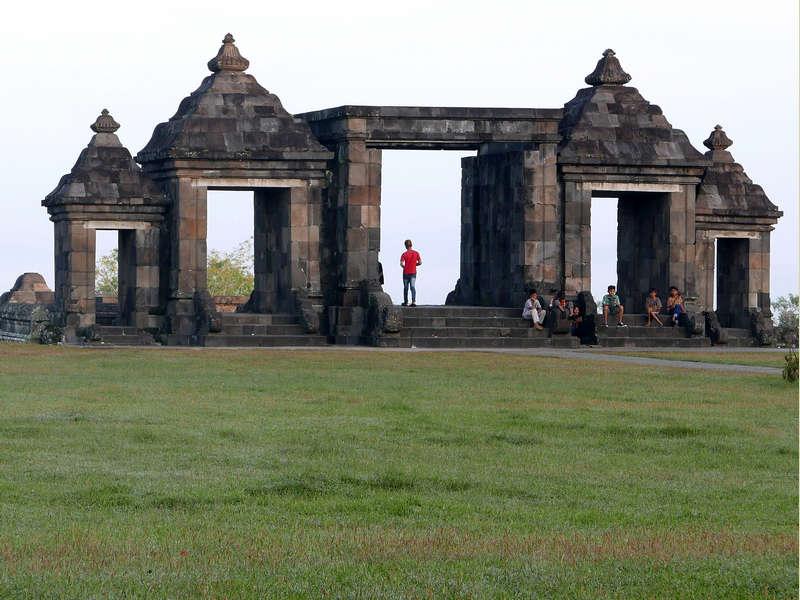 009 Gate from Inside, Ratu Boko, Prambanan, photograph by Anandajoti Bhikkhu