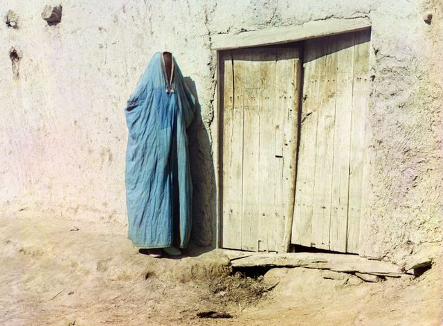 Sart woman in purdah in Samarkand, Uzbekistan, ca. 1910.